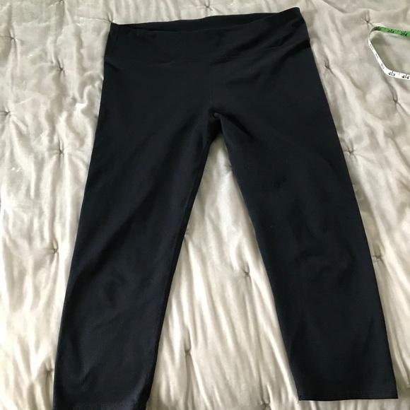 Black Fabletics salar crop legging